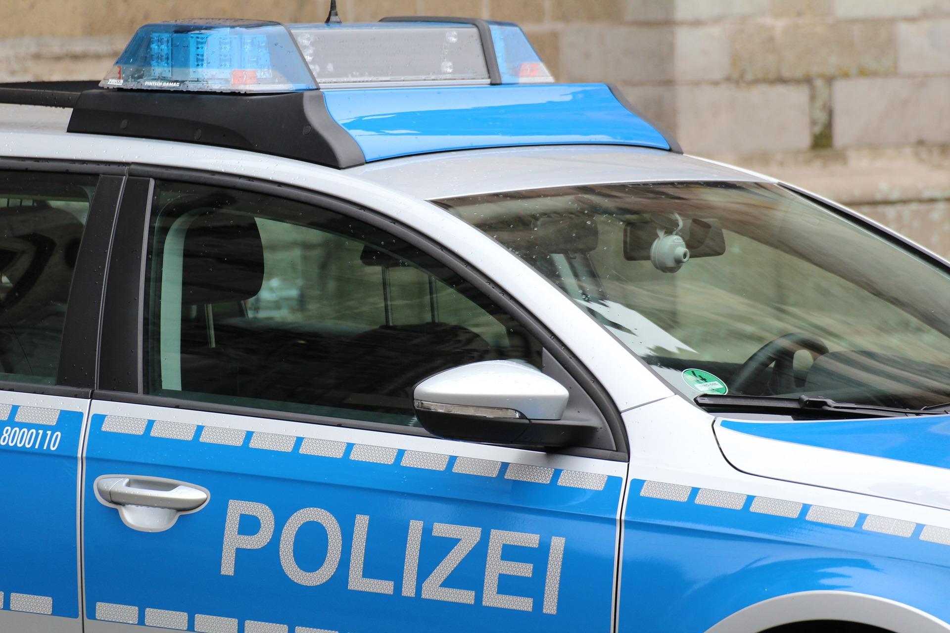 Versuchter Raub auf Discounter: Psychisch auffällige Täterin hatte Waffen bei sich