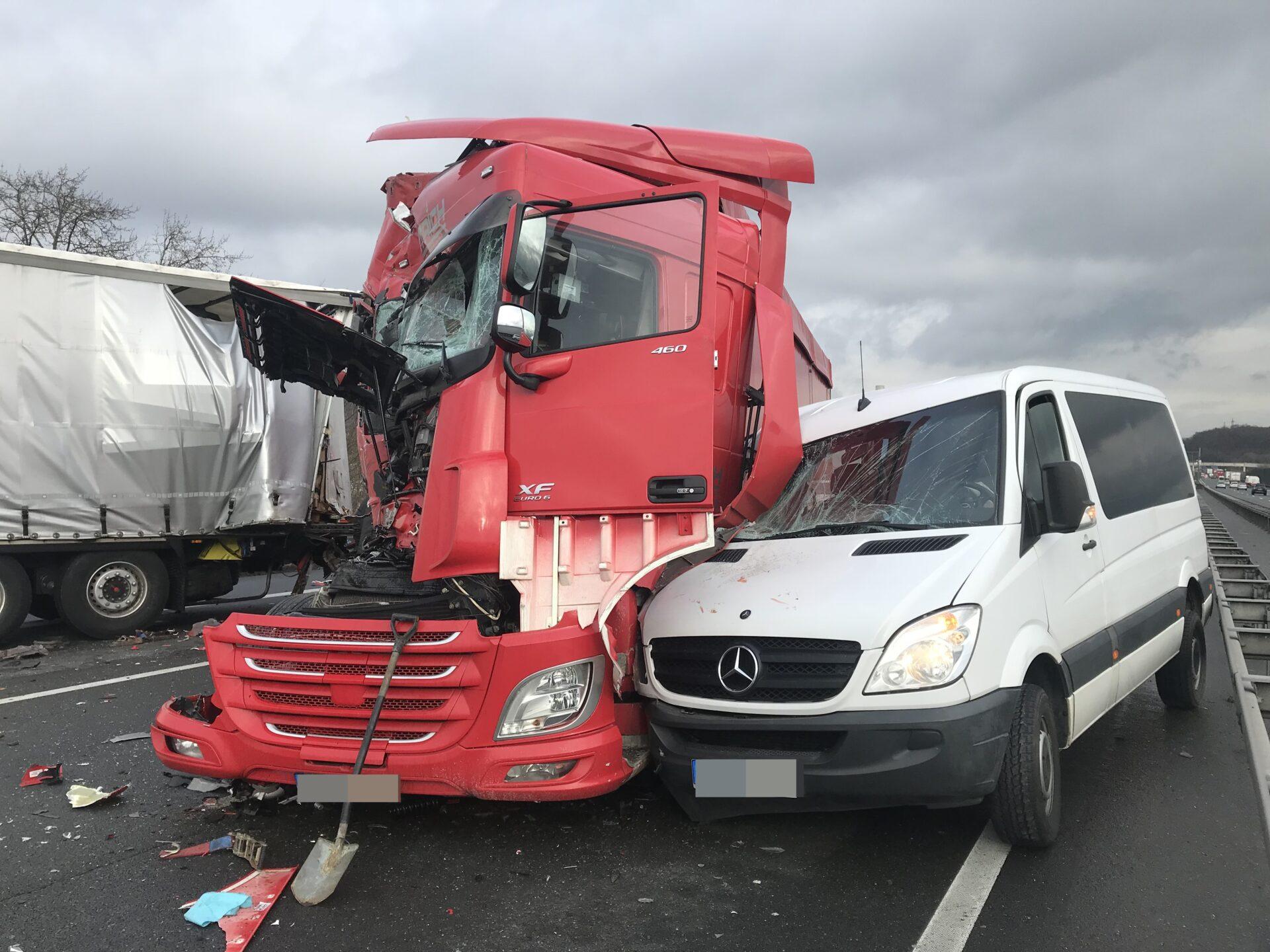 Drei Verletzte nach Unfall auf der A1