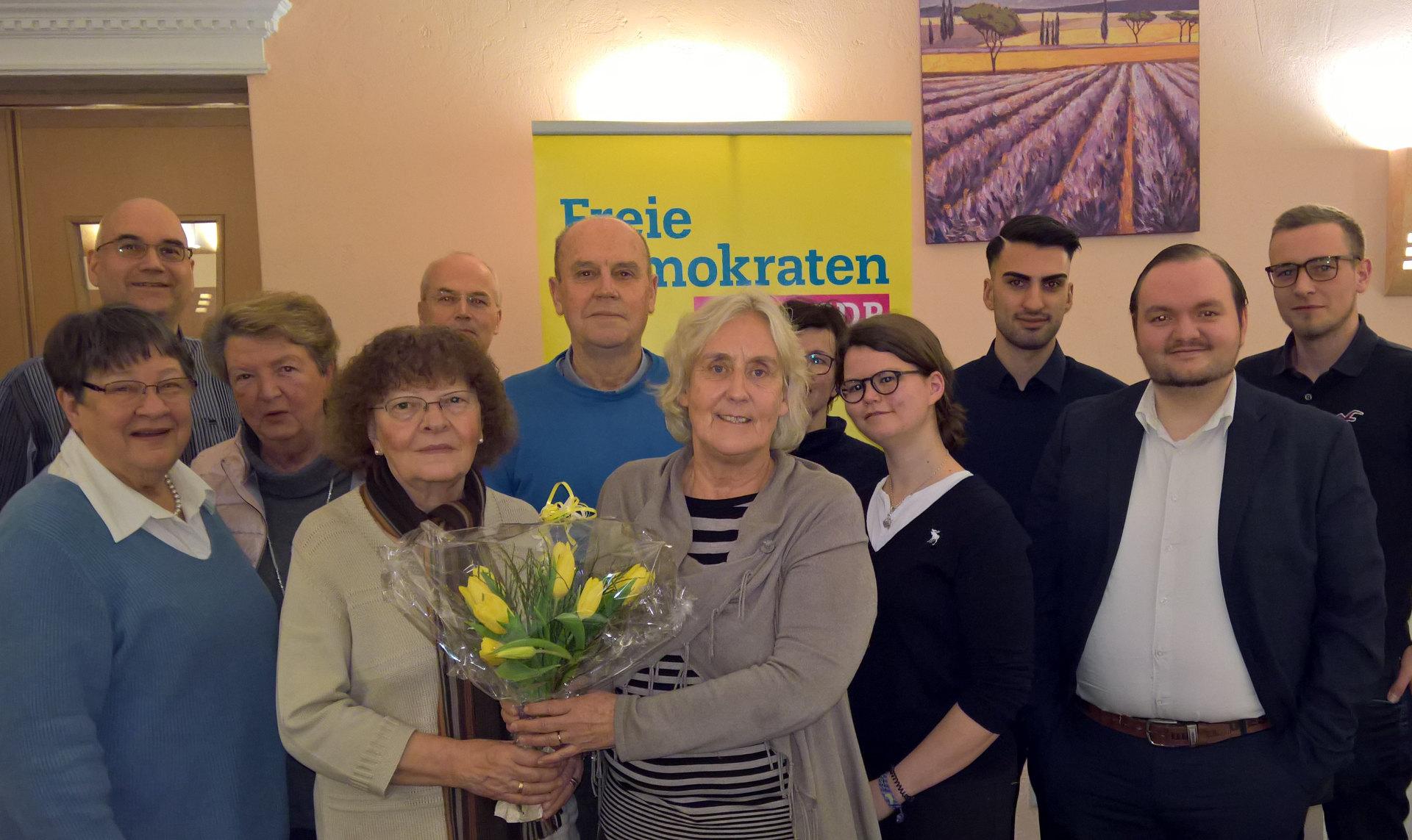 Schwerter FDP ehrt und begrüßt Mitglieder