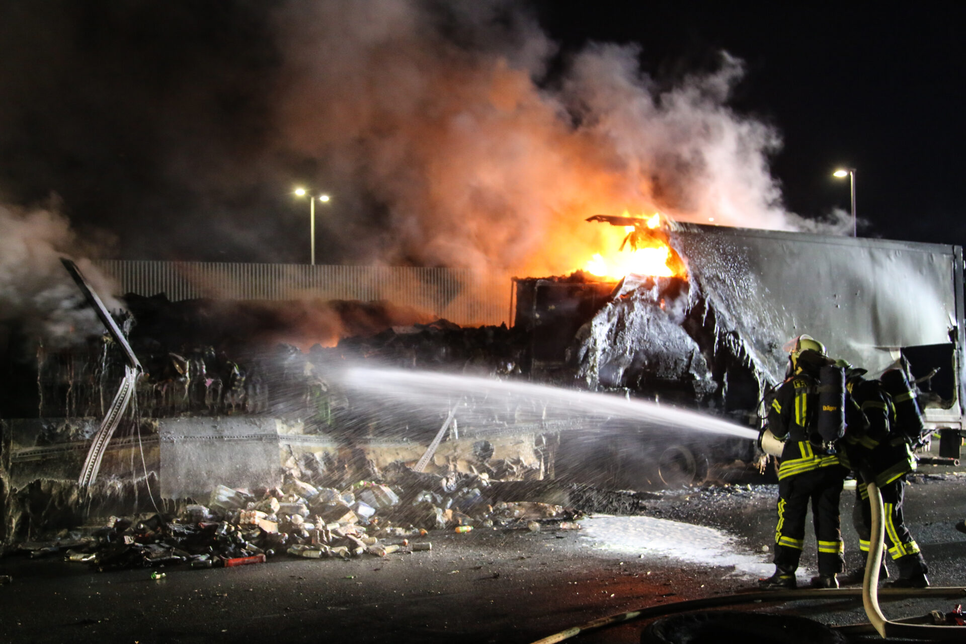 LKW brannte auf der A1 komplett aus