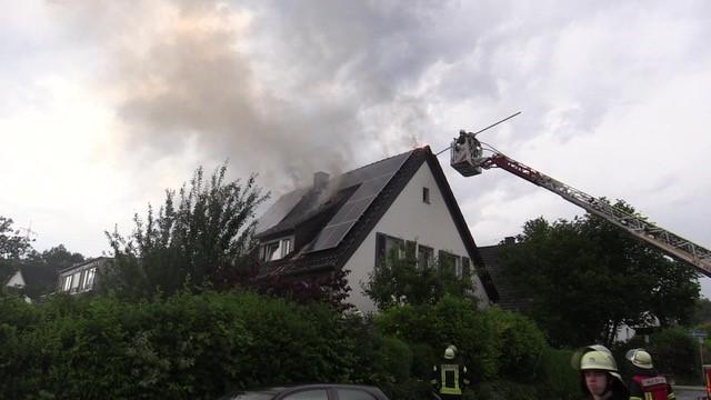 Nach Blitzeinschlag: Dachstuhl in Westhofen brannte