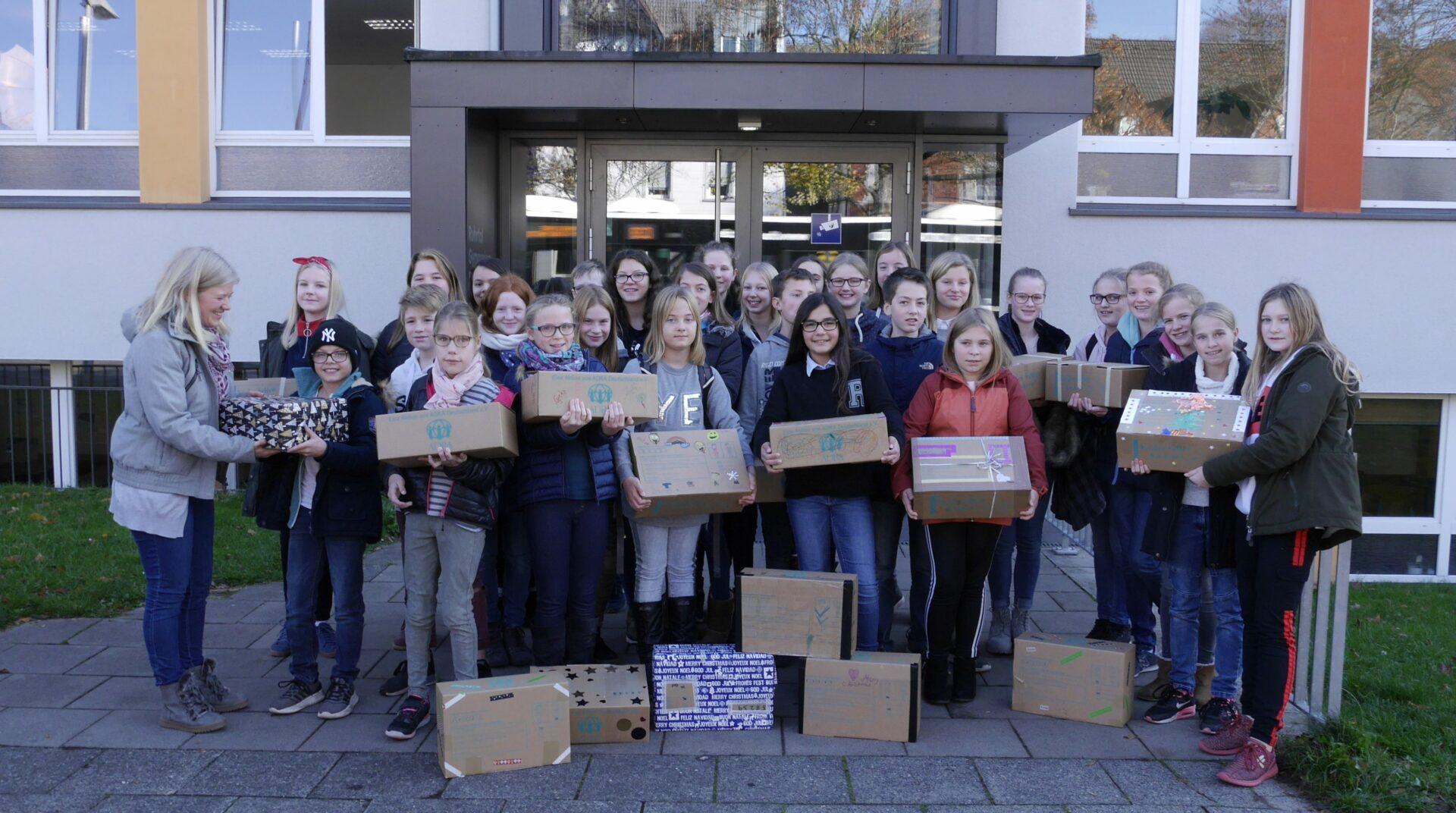 """Kinder helfen Kindern"": RTG-Schüler packten Geschenke"