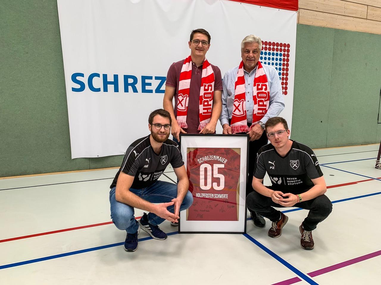 Neuer Partner: Firma Schrezenmaier unterstützt Futsal bei Holzpfosten