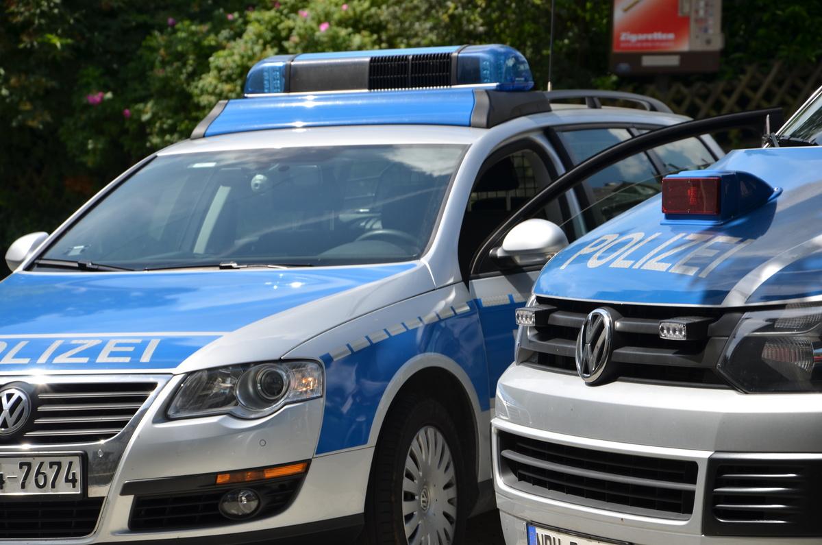 Verkehrsunfallflucht: BMW in Parkhaus erheblich beschädigt