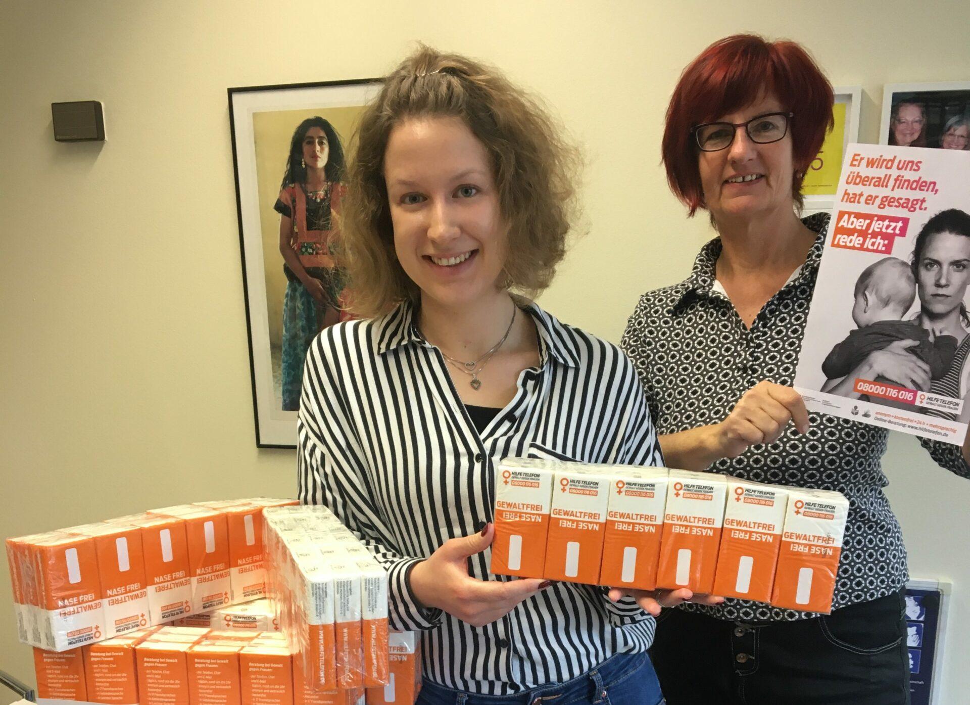Praktikantin unterstützt das Hilfetelefon bei Gewalt gegen Frauen