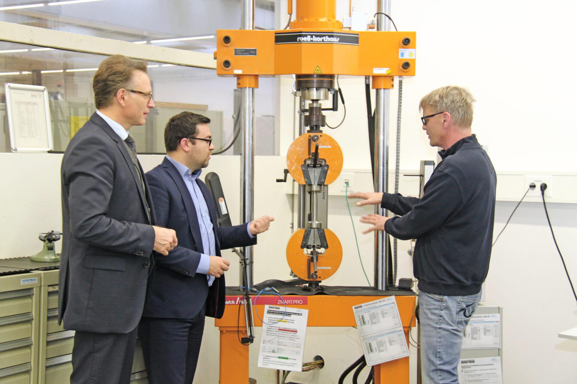 Bürgermeister Axourgos ist beeindruckt vom Berufsförderungswerk Dortmund
