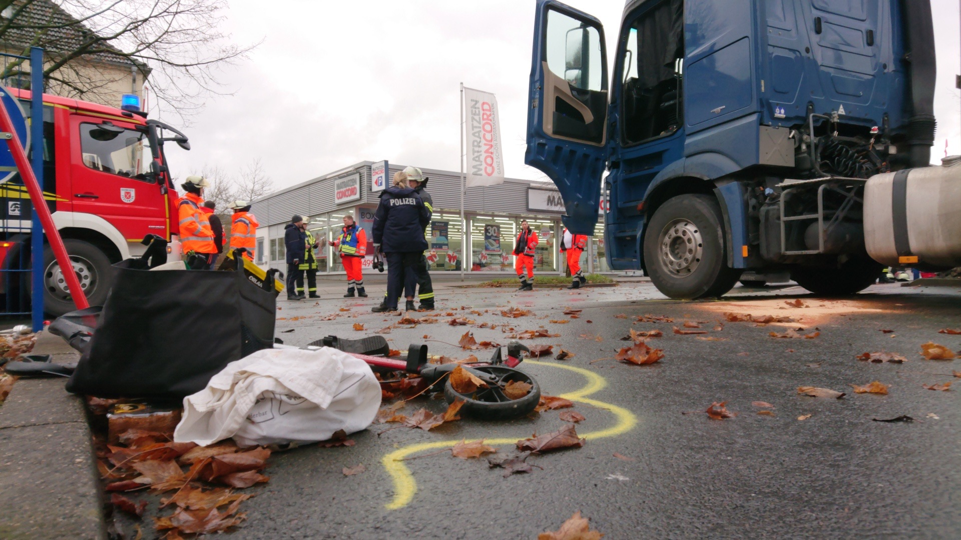 Schwerer Unfall: Seniorin von Lkw überrollt und verstorben