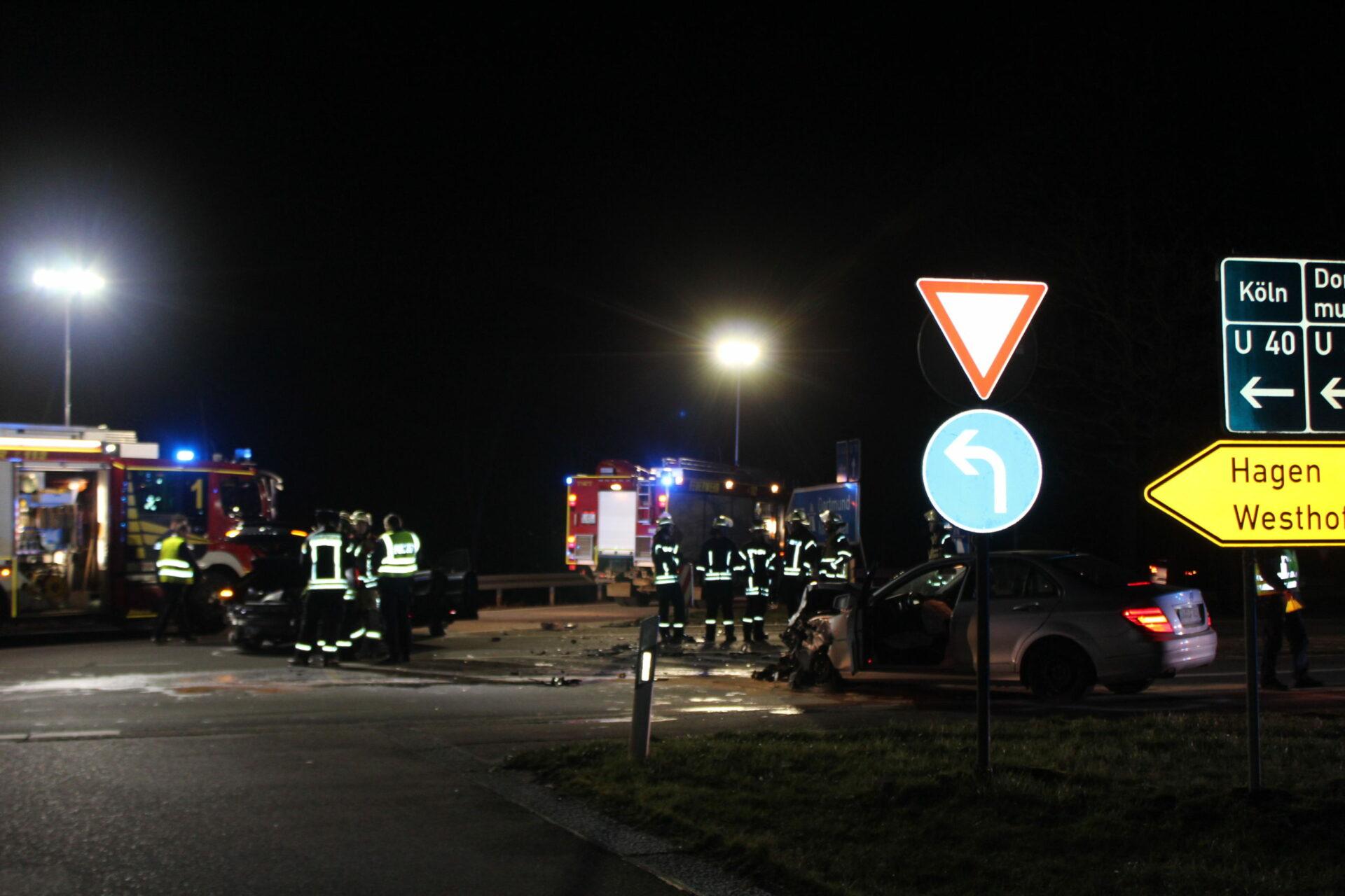 Sechs Verletzte bei schwerem Verkehrsunfall