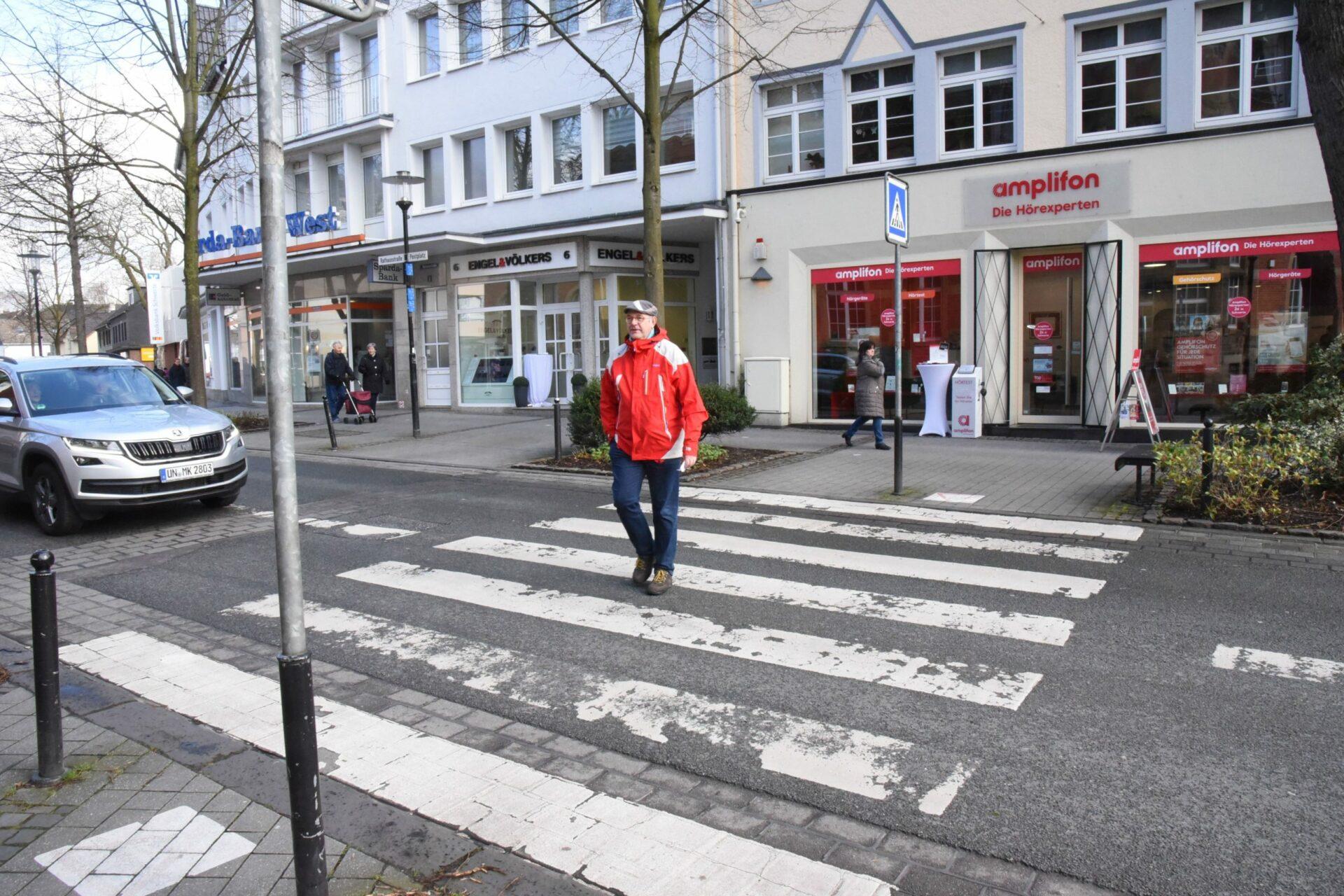 Roter Asphalt statt Zebrastreifen: Neue Überwege in Rathaus- und Bahnhofstraße