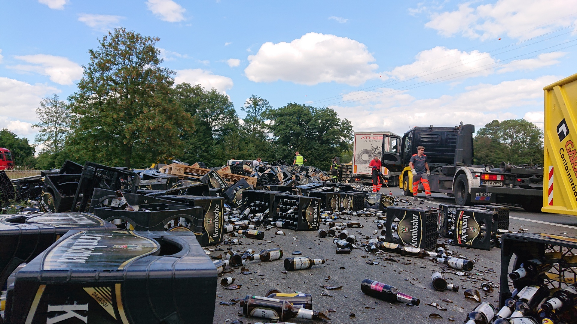 Lkw verloren Ladung wegen offenbar unsachgemäßer Ladungssicherung