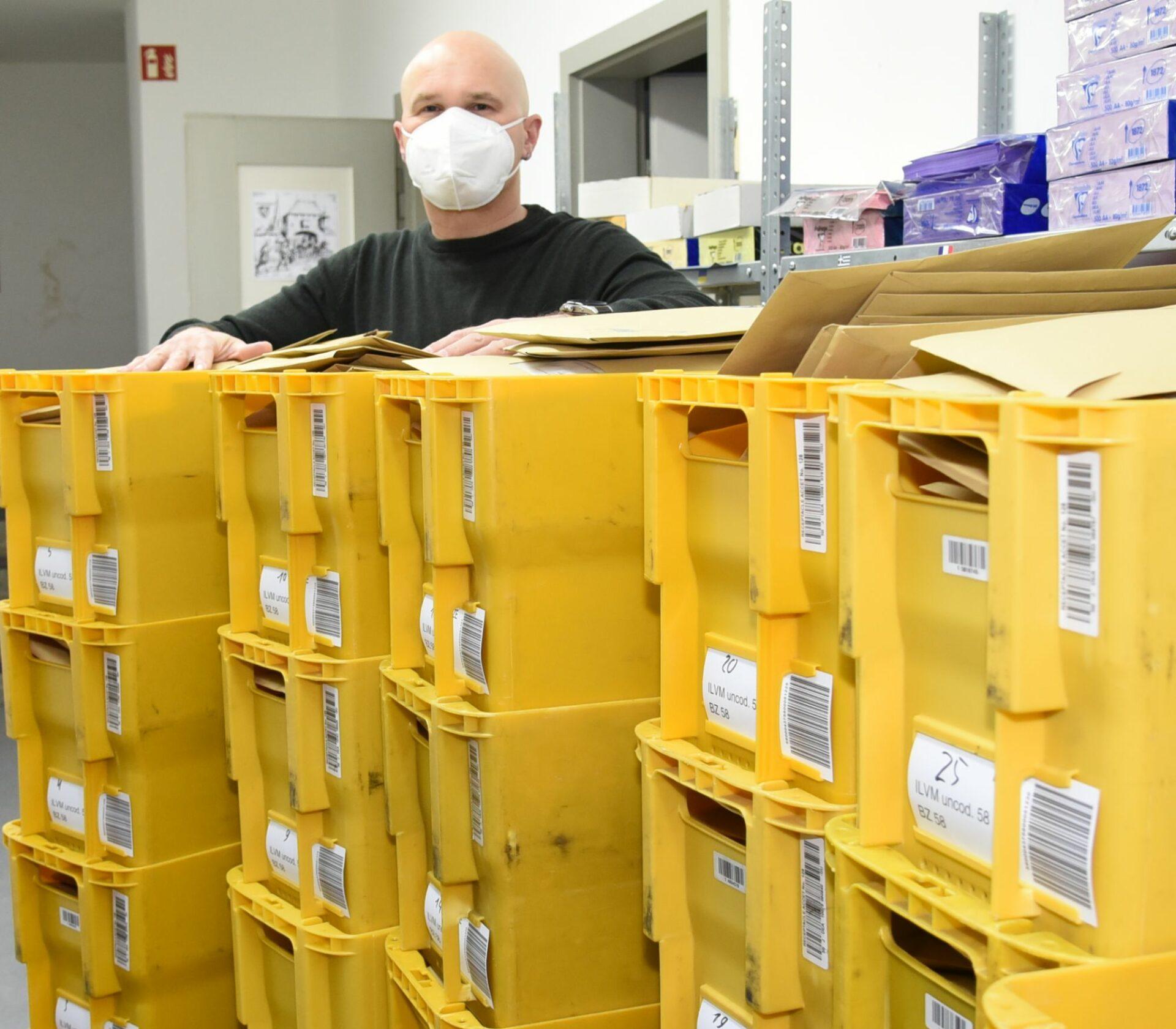 Stadt verschickt 6.000 KN95-Masken per Post an Hilfsbedürftigte