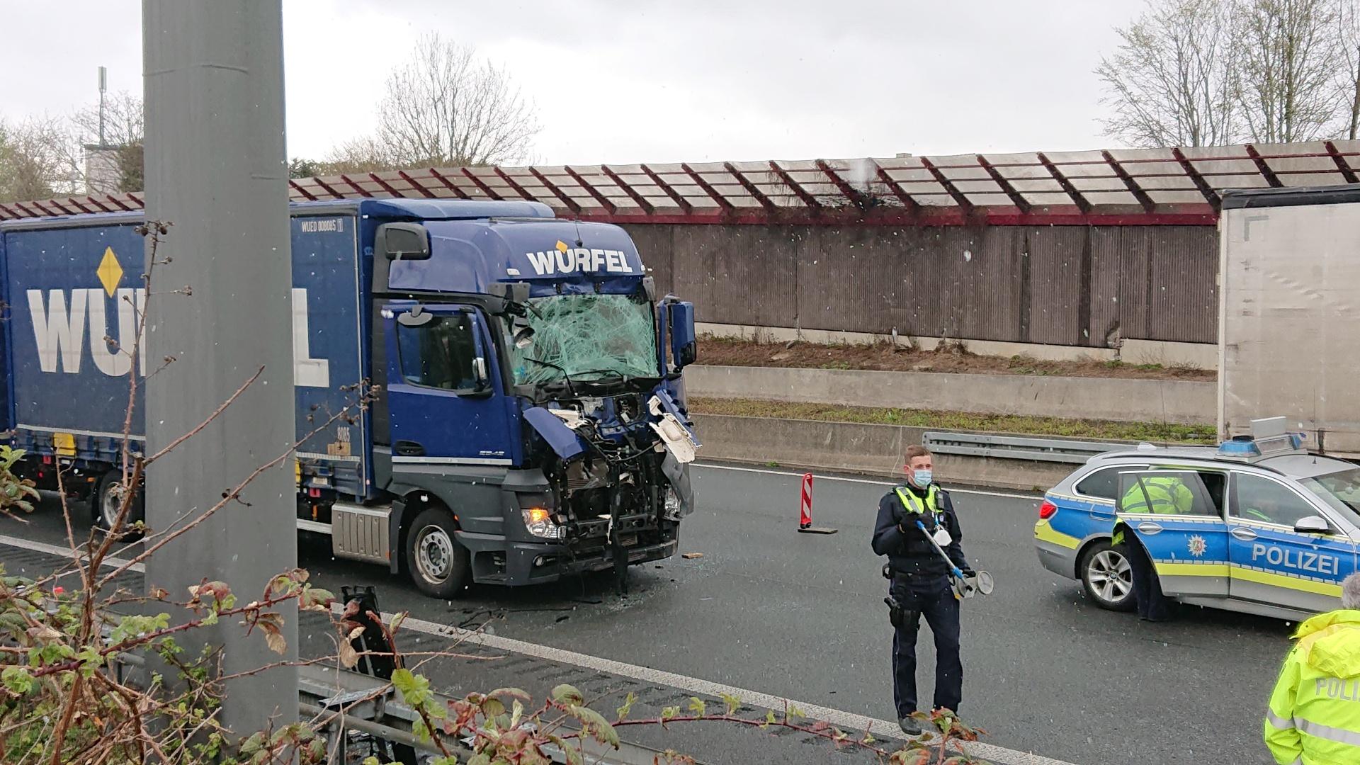 Kurzfristige Vollsperrung auf der A1 nach Lkw-Unfall