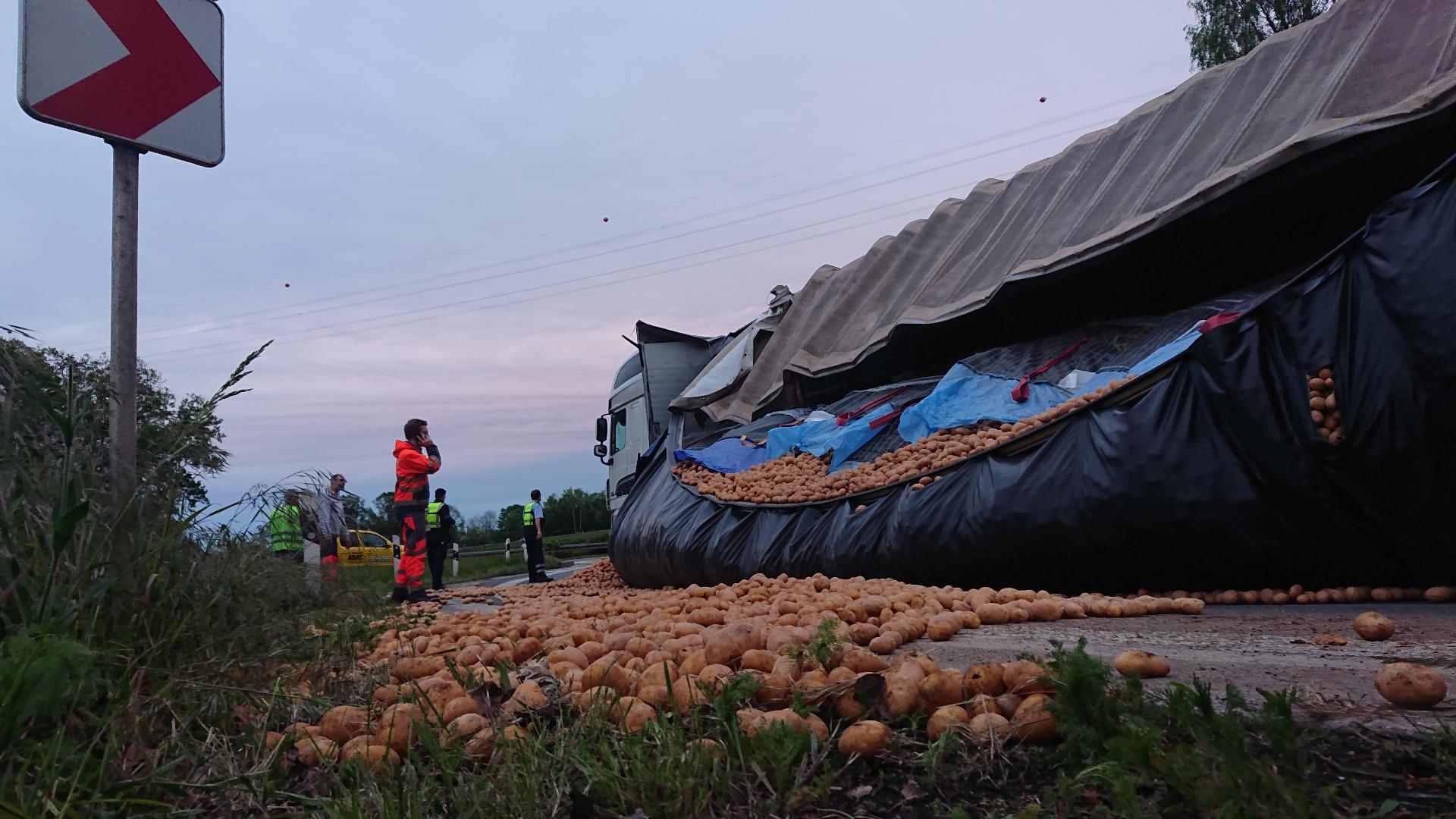 25 Tonnen Kartoffeln im Westhofener Kreuz verloren