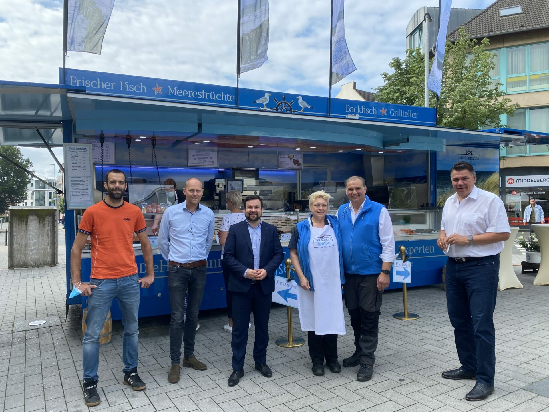 Neues mobiles Fischgeschäft und Restaurant auf dem Werner-Steinem-Platz