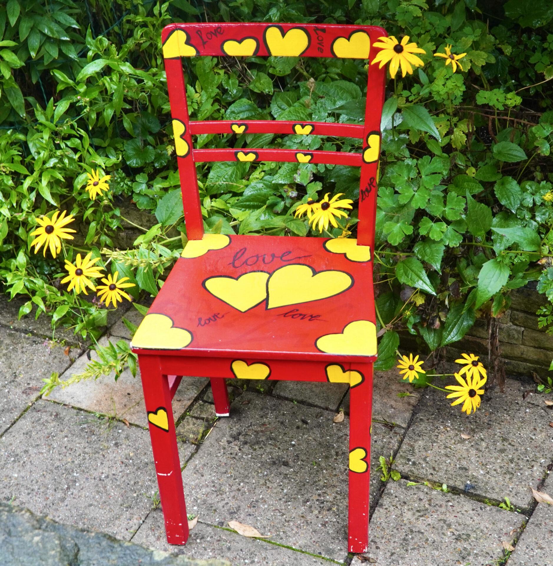 Gesucht werden Stühle, die schon etwas erlebt haben und Stühle für einen Kunst-Workshop