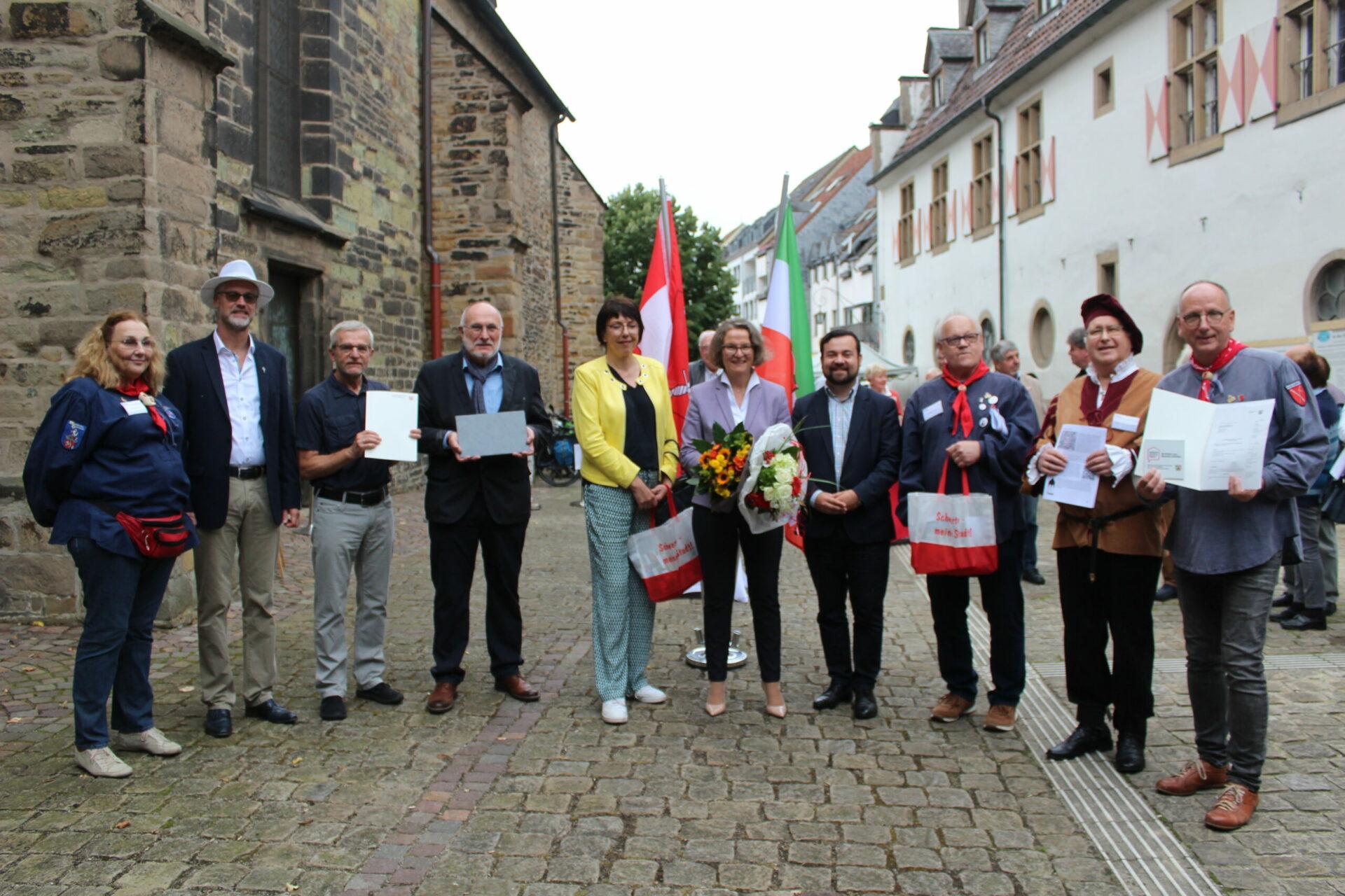 Ina Scharrenbach übergibt Förderbescheide für St. Viktor und Hanseweg