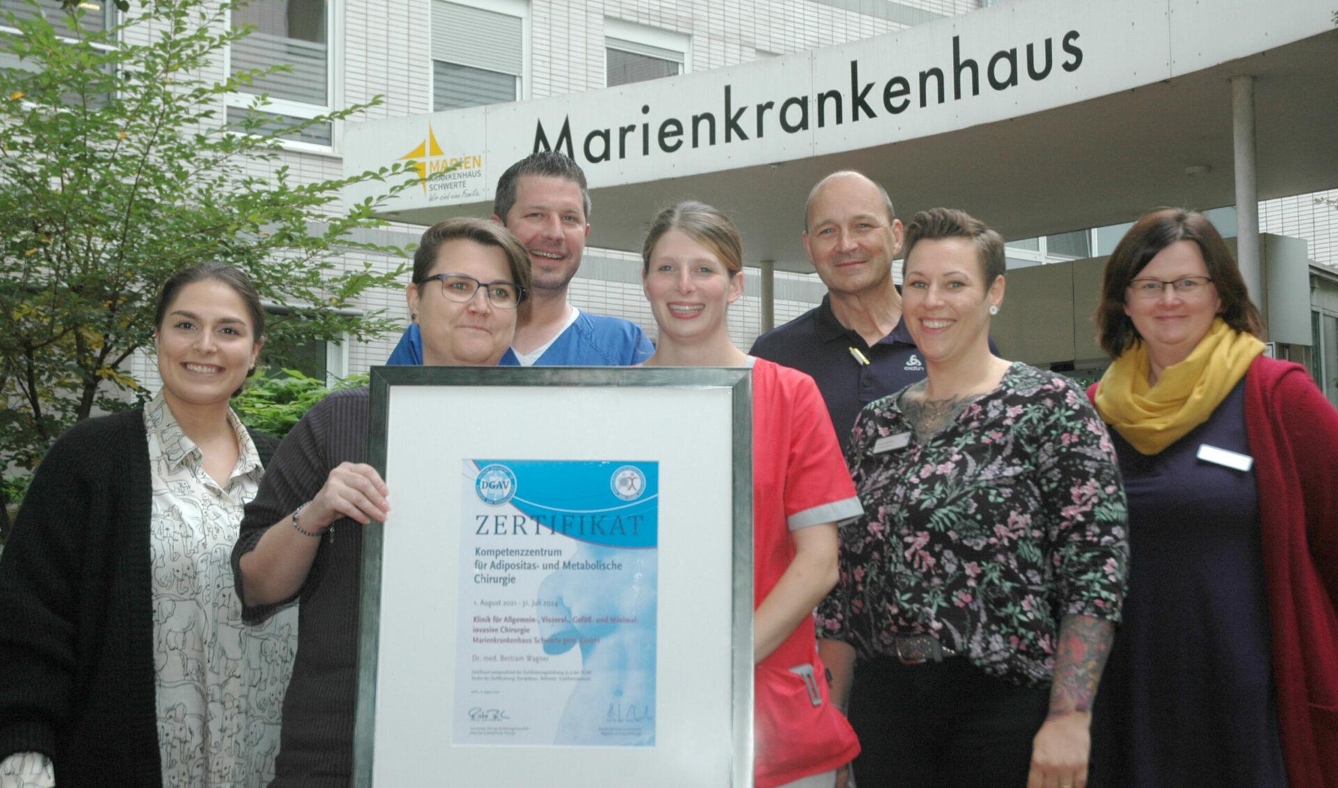 Urkunde bezeugt Qualität – Adipositaszentrum ist als Kompetenzzentrum für bariatrische und metabolische Chirurgie zertifiziert