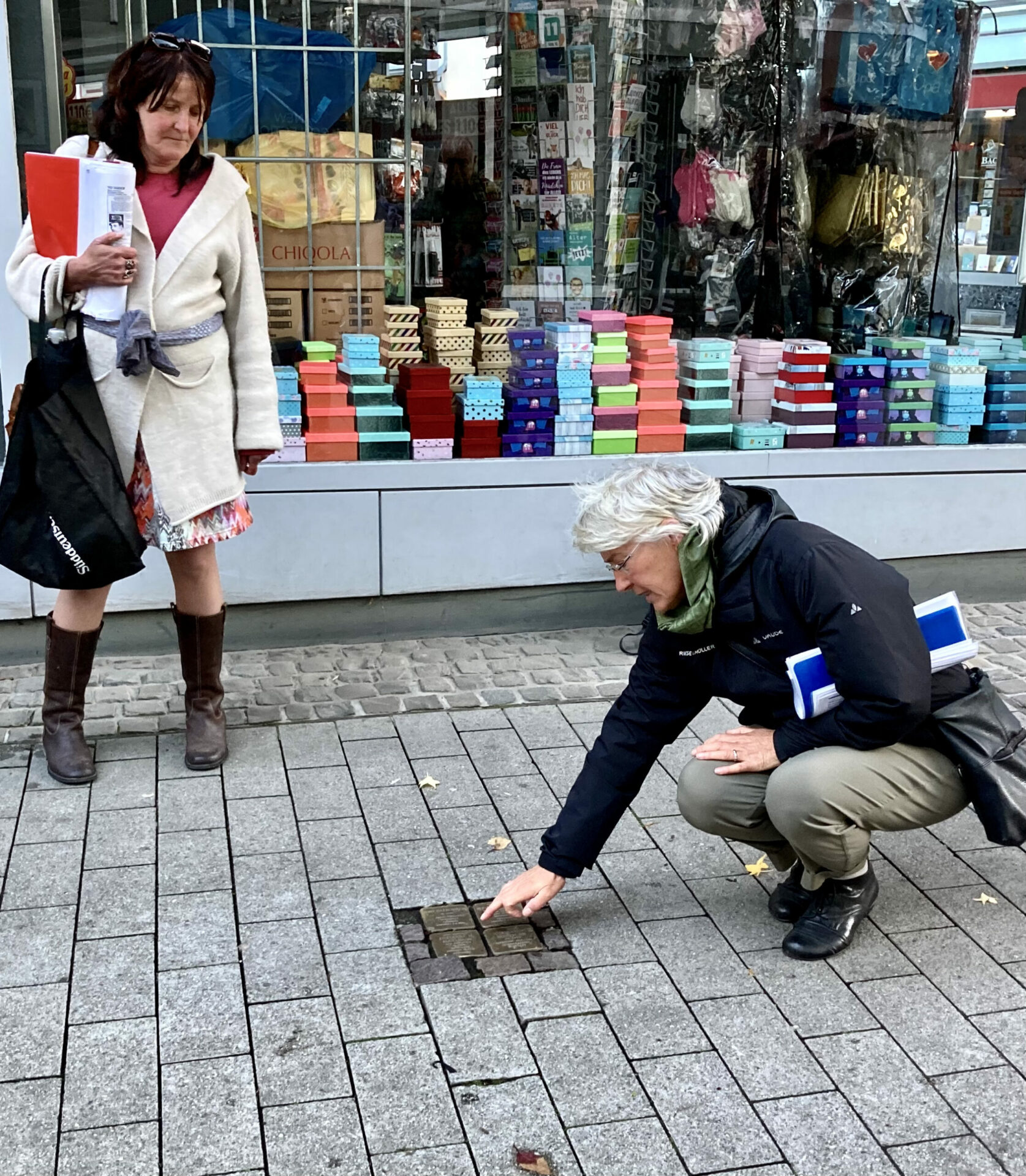 Von Stolperstein zu Stolperstein – Bewegender Rundgang zu jüdischen Schicksalen